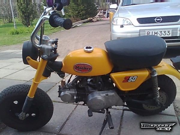 Kuva: Honda Monkey 1975 (Daelim Roadwin 125)
